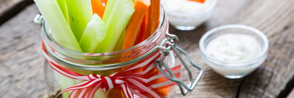 groente eten, kind, gezonde snack, tomaat, wortel, komkommer, fitgaaf, groente